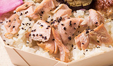 秋鮭のせ有機胚芽米ごはん
