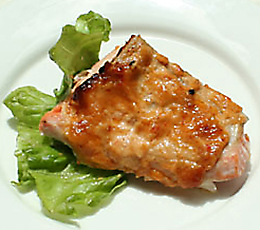 鮭の味噌胡麻マヨネーズ焼き 季節の有機野菜添え