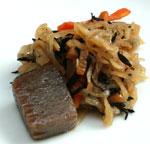 ひじきと切り干し大根の煮物、有機こんにゃくのピリ辛煮、一口緑野菜