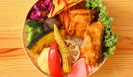 10種の有機野菜と<br />鮭の唐揚げ甘酢あん弁当イメージ画像