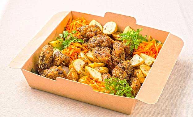 秋川牧園若鶏もも肉の唐揚げ 胡麻香味ソース ベイクドポテト添え