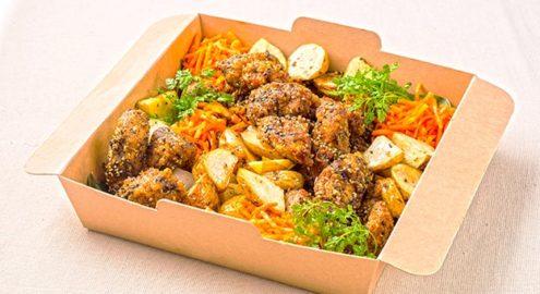 秋川牧園<br />若鶏もも肉の唐揚げ<br /> 胡麻香味ソース <br />ベイクドポテト添えイメージ画像