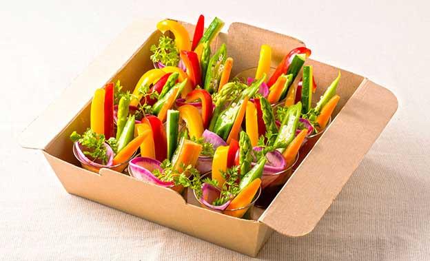 カラフル有機野菜の野菜スティック自家製ドライトマトソース