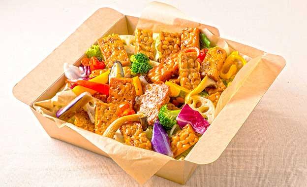 国産大豆のテンペのステーキ オーガニックマスタード醤油ソース
